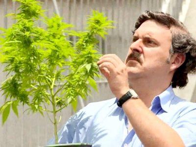 Escobar es elegido como 'honorable' representante a la Cámara