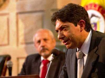 Un duro debate pone en jaque a Rodrigo Lara