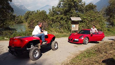 Alfa 4C vs. Quadski