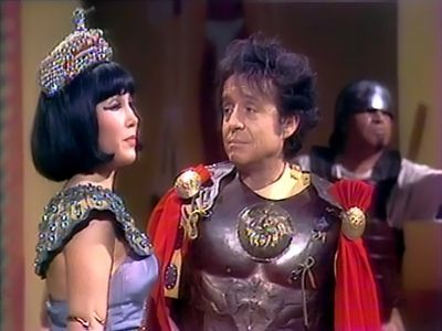 La que Nace para Cleopatra No pasa de Julio Cesar