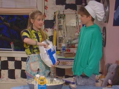 Clarissa Makes a Cake