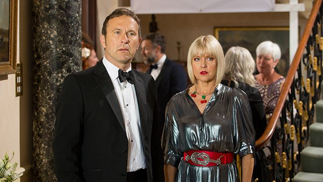 Agatha Raisin & the Love from Hell (1)